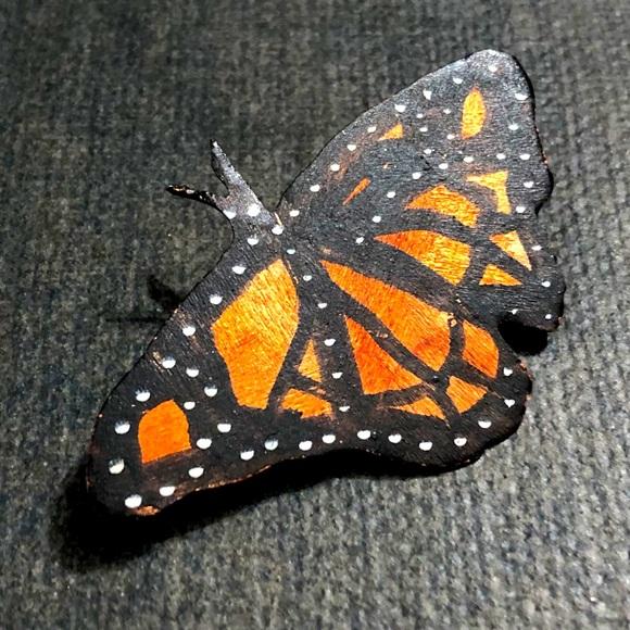 Butterfly Brooch Pin 🌸2/$10